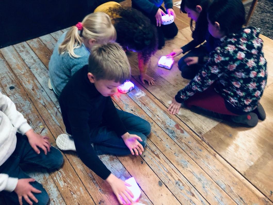 Enfants avec robots thymio